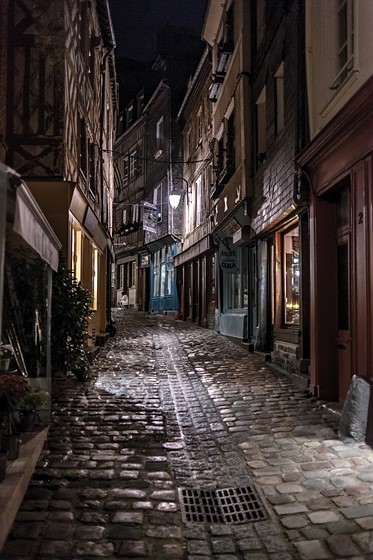 Below a low light street at f/2 hand held. & Re: Better low-light lens: Nikon 35mm 2.0D or 50mm 1.4G ?: Nikon SLR ...