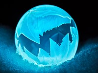Frozen soap bubbles create scenes from a fantasy world