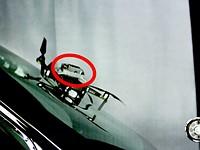 视频:这是一辆DJI Mavic 2 Pro以100公里/小时的速度撞到汽车挡风玻璃时发生的情况