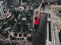 Famed Chinese rooftopper falls to his death from 62-story skyscraper