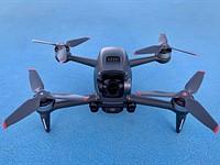 点评:DJI的FPV无人机将DJI特色与赛车无人机的乐趣结合起来