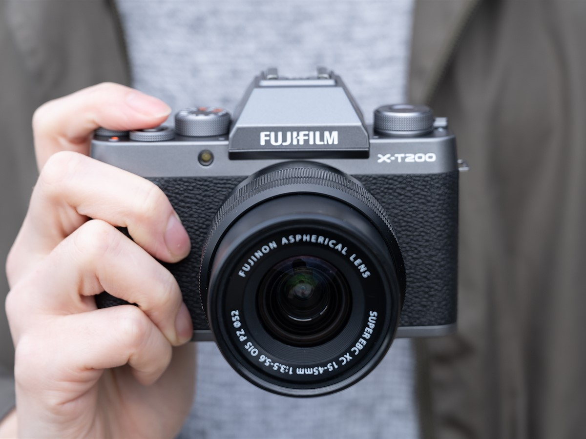 Hands-on with new Fujifilm X-T200