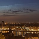 Photographer captures beautiful 'solstice conjunction' over Budapest