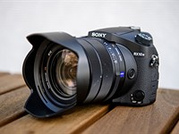 All about that lens: Sony Cyber-shot RX10 III review