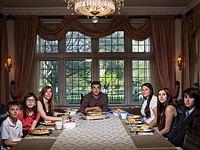 Photographer documents 'dinnertime' across the US