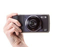 Hasselblad True Zoom Moto Mod hands-on preview 4