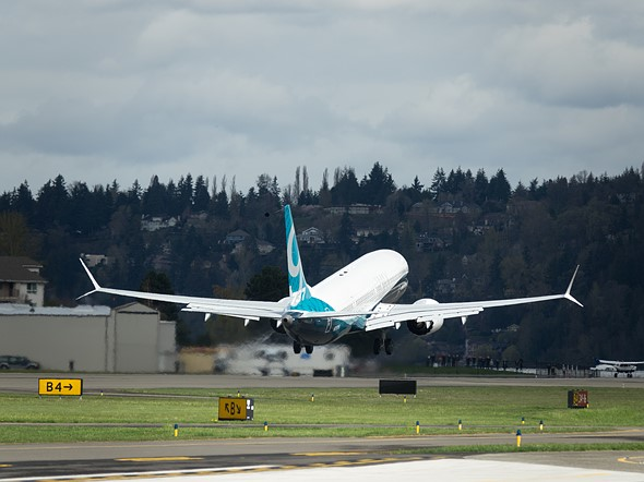 We shot the Boeing 737 Max 9's first flight with a Sony Cyber-shot RX10 III 4