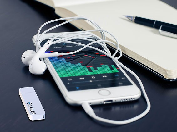 iLUUN Air is a wireless USB 3.0 flashdrive for your smartphone 1