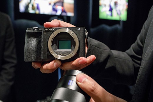 Hands-on and in-depth with the Sony a6500 2