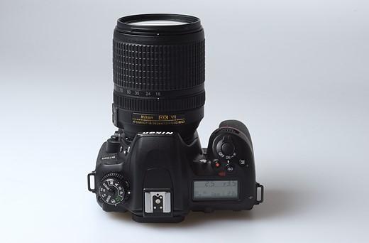 Nikon D7500 vs Canon EOS 80D 8