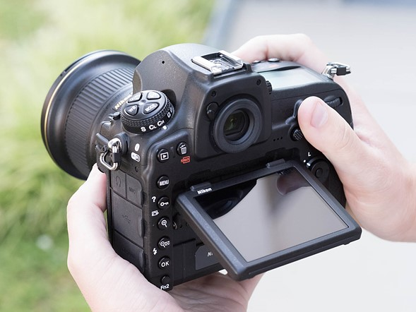Should you switch systems and buy a D850?
