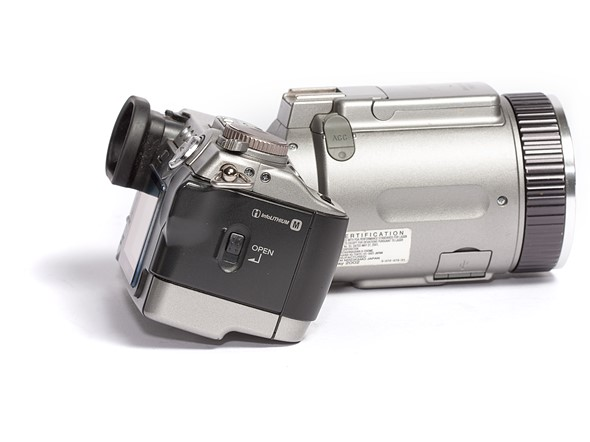 Throwback Thursday: Sony Cyber-shot DSC-F707 6