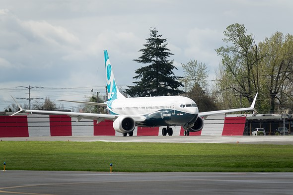 We shot the Boeing 737 Max 9's first flight with a Sony Cyber-shot RX10 III 2