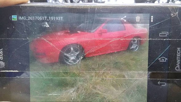 Craigslist poster raises the bar on terrible car photography 1