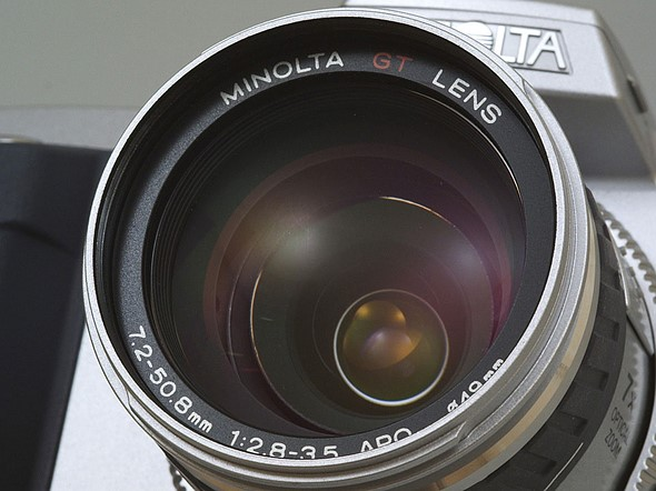 Throwback Thursday: Minolta's prosumer DiMAGE 7 2