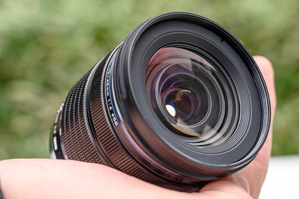 Filter threads, hood, close-focus
