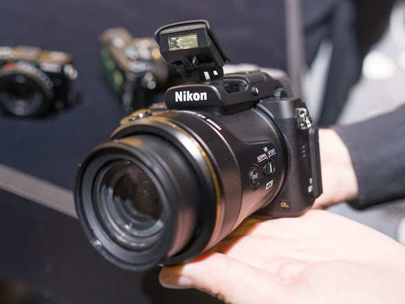CP+ 2016: Hands-on with Nikon DL Compacts