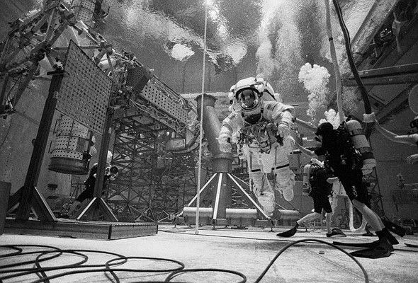 Diving deep with a Ilford HP5 and a Nikonos 5 at NASA's Neutral Buoyancy Laboratory