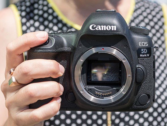 LensRentals gets inside the Canon EOS 5D IV