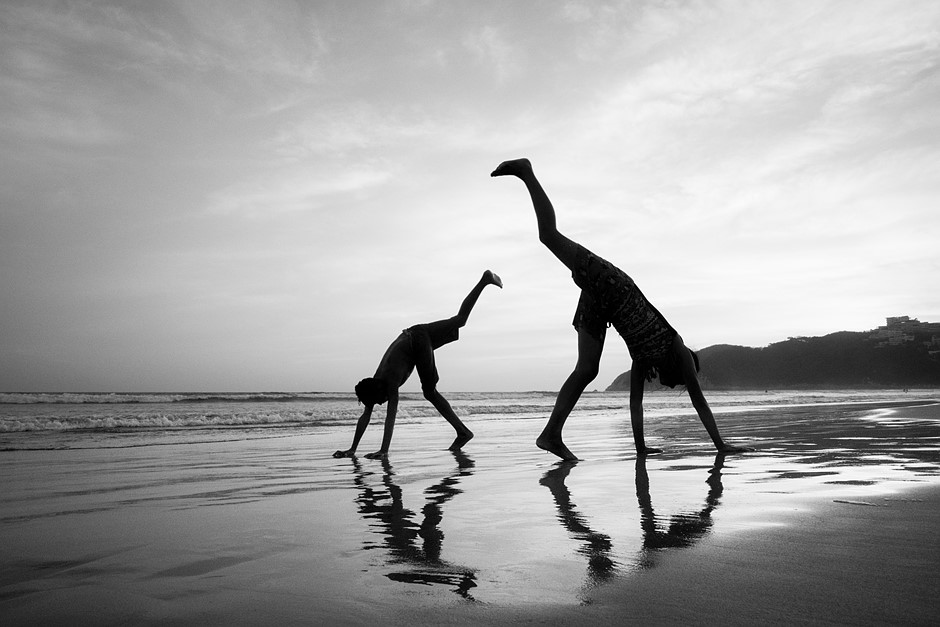 Friday Feature: Framing, timing bring juxtaposed beach scenes to life