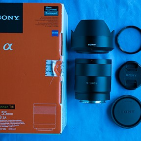 Sony Zeiss Sonnar FE 55 F1.8 lens