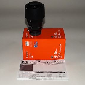 MINT SONY FE 90mm 2.8macro, 55mm 1.8, rokinon 14mm 2.8, nissin i40 flash.