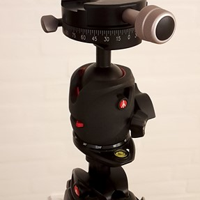 Manfrotto ballhead with RRS / Arca Swiss compatible clamp