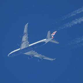 Total novice to photography - aircraft contrails - P900