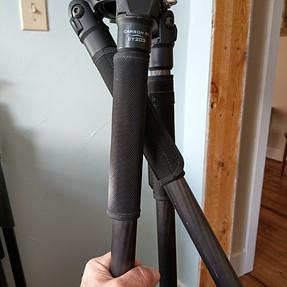 Tripod leg crossover