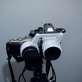 Zooming 2 cameras together