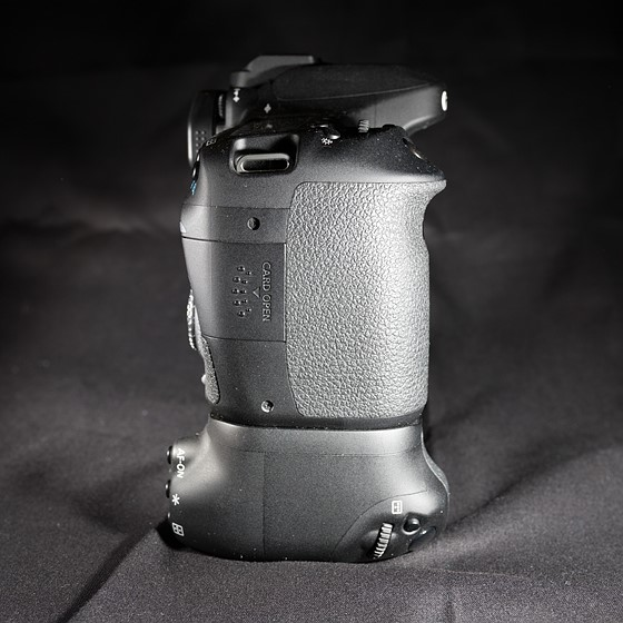 FOR SALE: Used Canon 80D DSLR w/Grip Bundle + 18-135 USM +