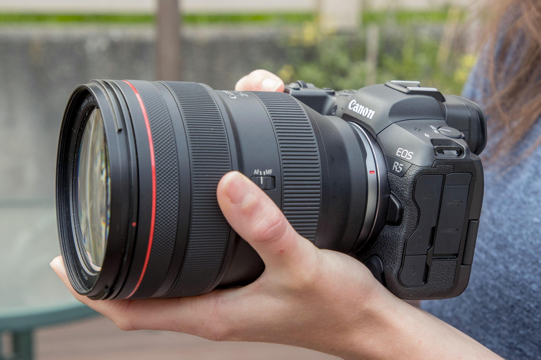 Canon_EOS_R5_InHand_2_1.jpeg