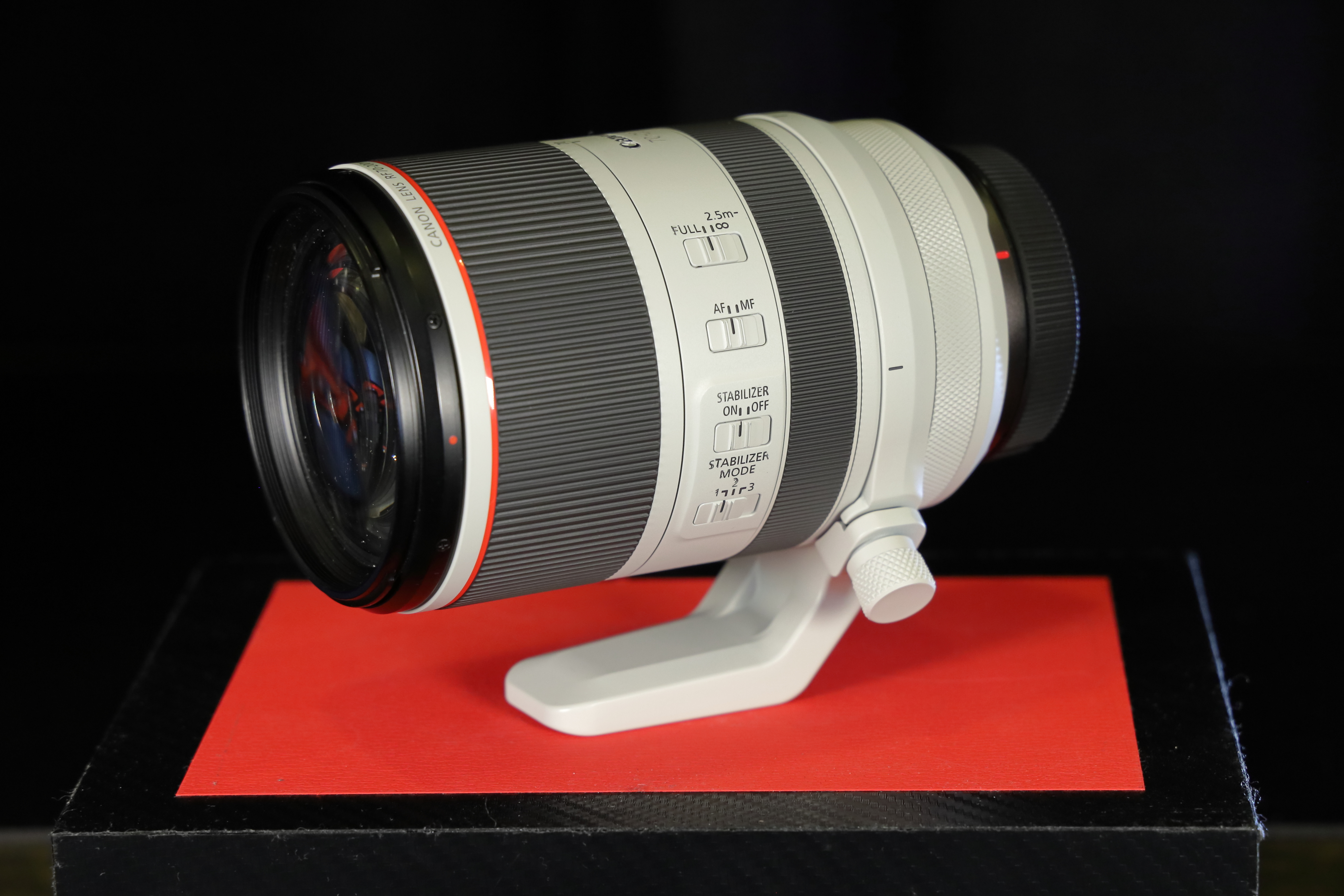 Canon shows forthcoming RF lenses including radical 70-200mm F2 8 IS